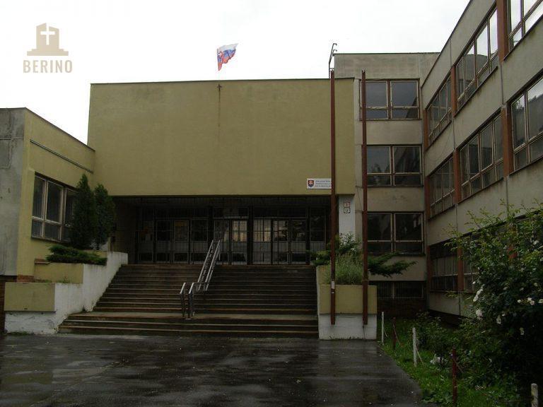 Pomáhame skrášľovať okolie škôl - ZŠ Nobelovo námestie 6